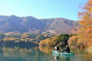 秋の青木湖でカナディアンカヌー